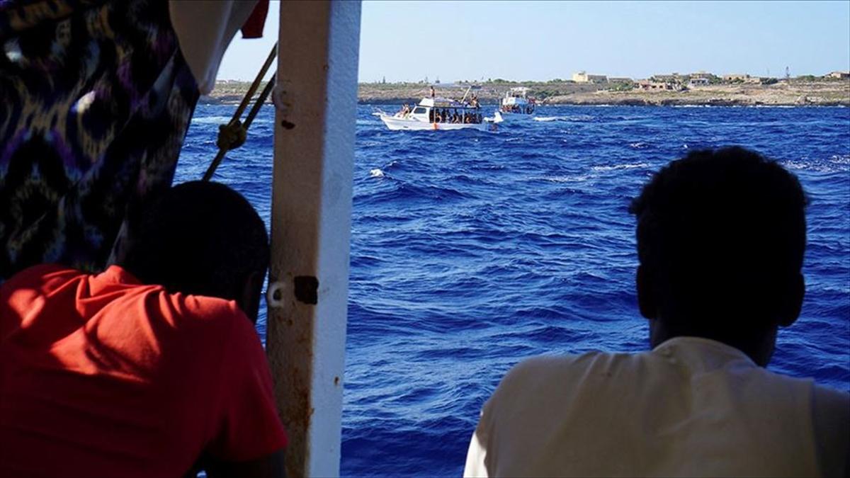 Akdeniz'de kurtarılan 276 düzensiz göçmen için AB ülkelerinden liman bekleniyor