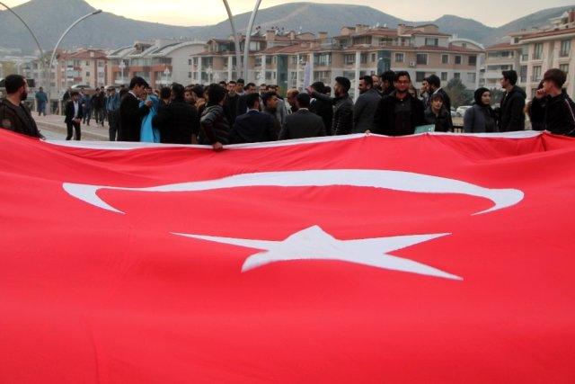 Amasya Ülkü Ocakları'ndan Bayrağa ve Şehitlere Saygı Yürüyüşü