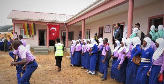 TİKA Ugandalı öğrencileri yeni derslikleriyle buluşturdu