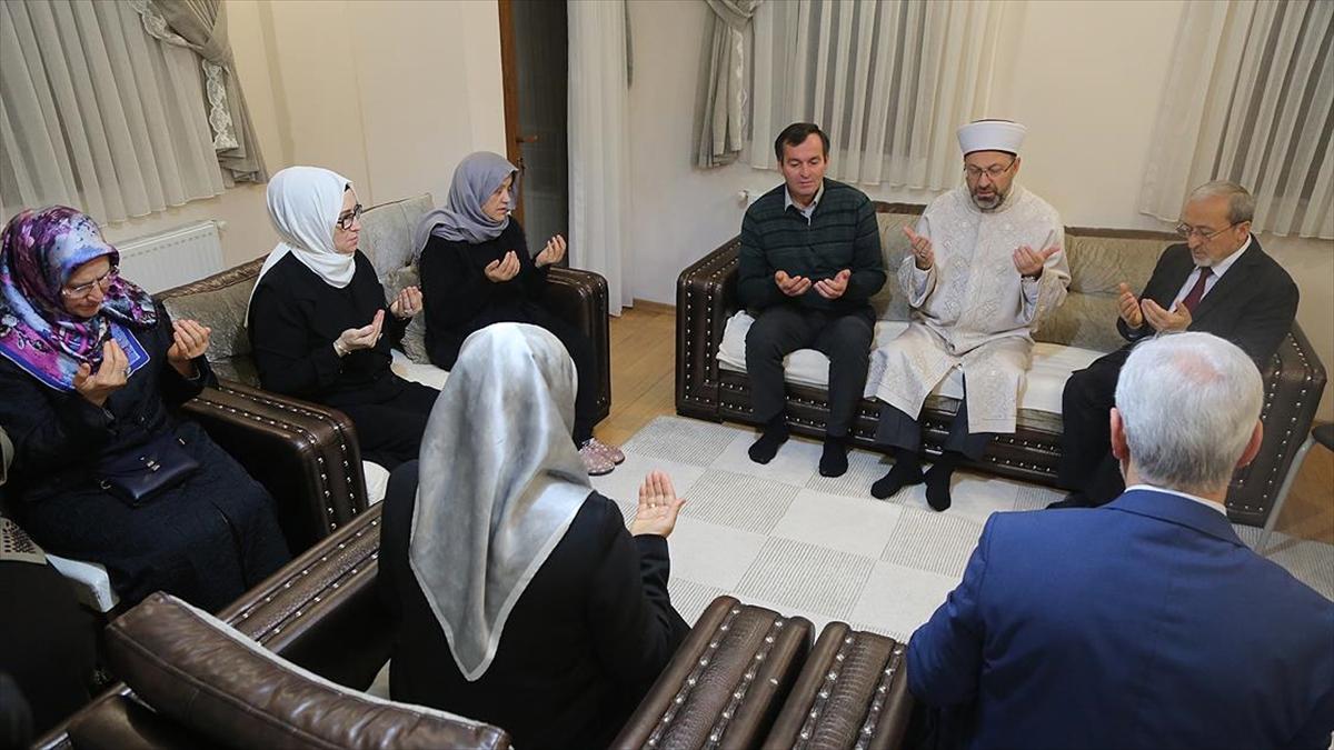 Diyanet İşleri Başkanı Erbaş'tan Ceren Özdemir'in ailesine taziye ziyareti