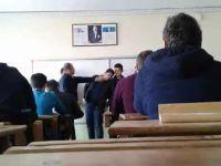 Öğretmen Öğrencilere Sıra Dayağı Çekti