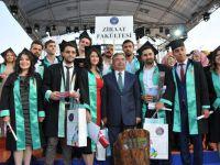 AÜ'de 11 Bin Öğrenciye Mezuniyet Töreni Düzenlendi