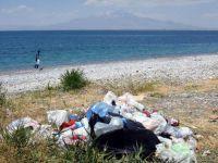 Mavi Bayraklı Plaj Çöplüğe Döndü