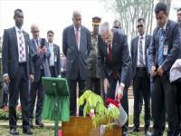 Başbakan Yıldırım Bangladeş'te 'Savar Ulusal Şehitler Anıtı'nı Ziyaret Etti