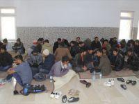 Kar ve Tipide Mahsur Kalan Kaçakları Mehmetçik Kurtardı