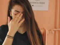 Genç kıza sandıkta büyük şok! Gözyaşı döktü...