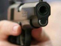 Muhtar dehşeti ! Belediye başkanının eşi ve ilçe başkanını vurdu