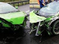 Milli futbolcu trafik kazası geçirdi! Lüks araç hurdaya döndü