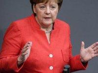 Merkel: Almanya tarihinde çok kara bir leke
