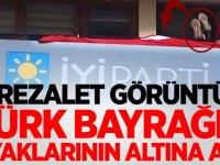 Rezalet görüntü! Türk bayrağını ayaklarının altına aldı