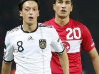 Mesut Özil Türk Milli Takımı'nda oynayabilir mi?
