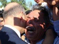 Şehit babası Soylu'ya sarılıp intikam istedi!