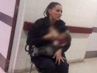 Kadın polis aç kalan bebeği emzirdi!