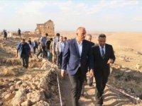 Kültür ve Turizm Bakanı Ersoy, Zerzevan Kalesi'ni İnceledi