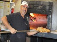 Tuncelili Ünlü Pizzacıdan Toronto'daki Evsizlere Pizza
