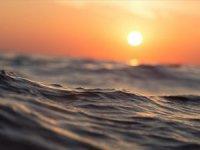 Okyanusdaki 49 Günlük Yaşam Mücadelesini Kazandı