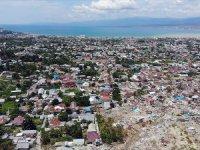 Endonezya Depreminde Ölü Sayısı Artıyor