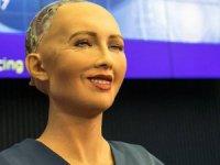 Robot Sophia'dan bir ilk: Artık vizesi de var