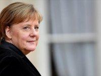 Merkel: Gerçek Bir Avrupa Ordusu Vizyonu Üzerinde Çalışmalıyız