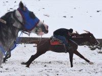 Kış Geldi, Cirit Atlarının 'Kar Üstündeki Dansı' Başladı