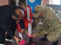 Mehmetçik'ten Köy Çocuklarını Isıtan Kampanya