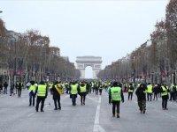 Fransa'da Sarı Yeleklilerin Gösterilerinde Ölü Sayısı 10'a Yükseldi