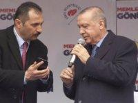 Koruma müdürü telefonunu gösterdi, Erdoğan sahneden indi