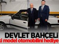 Devlet Bahçeli, eski model otomobilini hediye etti