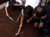'Minik Arkeologlar' Kazıda