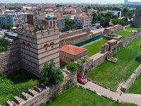 İstanbul'un Tarihi Surları Zamana Direniyor