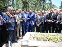 MHP Lideri Devlet Bahçeli, Ertuğrul Gazi Türbesi'ni Ziyaret Etti