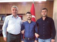 MHP'li Baki Ersoy, tezgahı dağıtılan karpuzcuya verdiği sözü tuttu