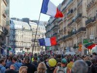 Fransa'da Sarı Yelekliler geri döndü