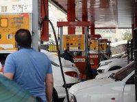 İran'da benzin zammından elde edilen gelirin bir kısmı halka dağıtılacak