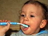 Çocukların diş bakımına süt dişinin çıkmasıyla başlanmalı