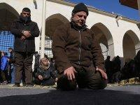Türkiye'nin restore ettiği Bab Ulu Camisi'nde ilk cuma namazı kılındı