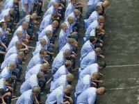 Toplama kamplarında tutulan Uygur Türklerinin ailelerinde coronavirüs endişesi