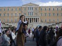 24 saatlik memur grevi Yunanistan'da hayatı felç etti