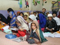 Türk Kızılaydan 265 Pakistanlı öğrenciye kırtasiye yardımı
