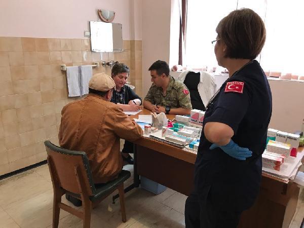 Mehmetçik, Kosovalı Yaşlıları Sağlık Taramasından Geçirdi