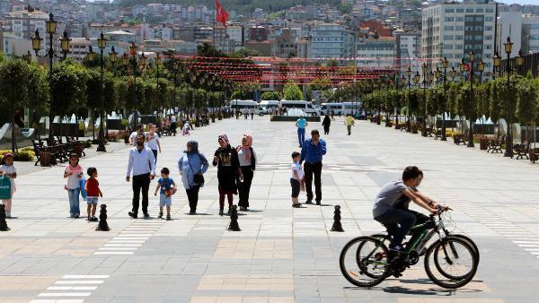 Atatürk ve Silah Arkadaşlarının Balmumu Heykellerine Ziyaretçi Akını