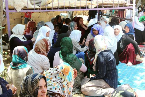 Suruç'ta Gözyaşları Sel Oldu: Adana'da Ölen 5 İşçi Toprağa Verildi