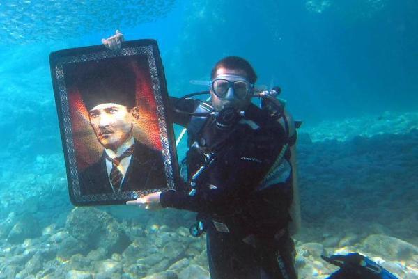 Denizin Altında 30 Ağustos'u Kutladılar
