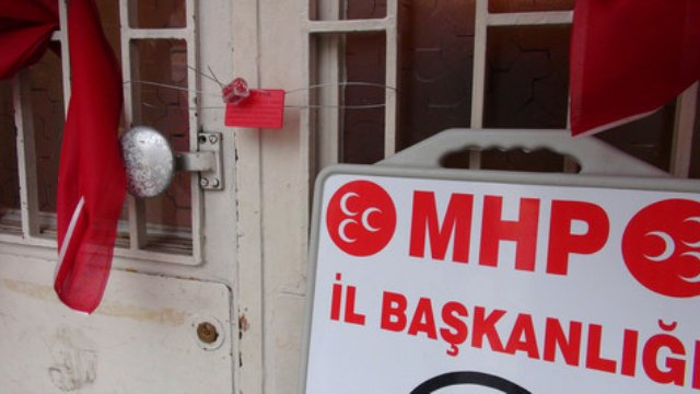 ak-parti-li-belediye-mhp-secim-burosunu-muhur-.jpg