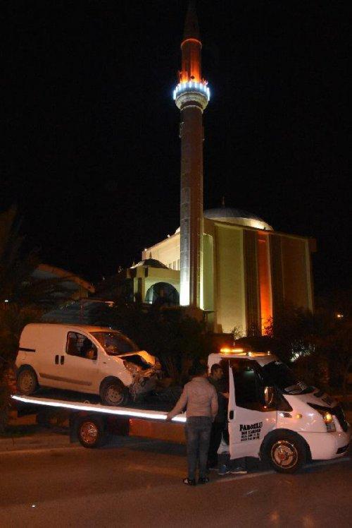 Alkollü Sürücünün Kullandığı Araç Cami Duvarına Çarptı
