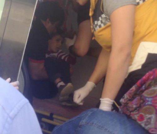 Eline Saplanan Bahçe Demiri İle Hastaneye Götürüldü