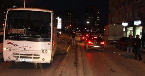Halk Otobüsü Seyir Halindeyken Arka Tekerleği Çıktı
