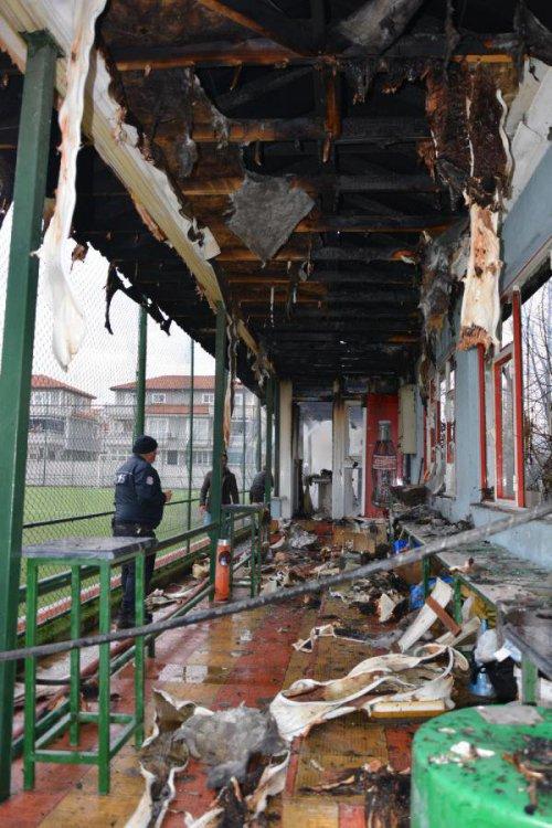 İznik'te Halı Sahada Çıkan Yangın Korkuttu