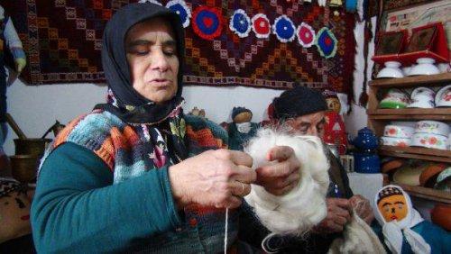 Keçi Kılından Çorap Örme Geleneğini Yaşatmaya Çalışıyorlar