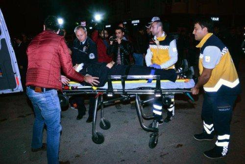 Otomobil, Polis Aracına Çarptı: 3 Yaralı